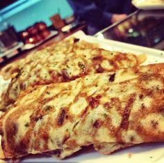 Tortilla de jamón.  www.restaurantecasalucio.com Tortilla, Pizza, Cheese, Food, Meals, Yemek, Eten