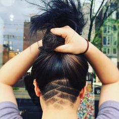 Frisuren 60 Chic & Edgy Undercut Design-Ideen Why Aren't You Wearing Cu Girl Undercut, Shaved Undercut, Undercut Long Hair, Undercut Women, Undercut Hairstyles, Pretty Hairstyles, Wedding Hairstyles, Haare Tattoo Designs, Undercut Hair Designs