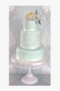 Mint peony and lace wedding cake design (Wedding Cake Lace) Mint Wedding Cake, Wedding Mint Green, Amazing Wedding Cakes, Lace Wedding, Spring Wedding, Wedding Flowers, Wedding Table, Trendy Wedding, Wedding Jewelry