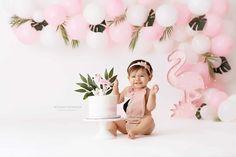 Smash Cake Girl, 1st Birthday Cake Smash, Girl Cakes, Baby Birthday, Birthday Ideas, 1st Birthday Photoshoot, First Birthday Photos, Birthday Pictures, Flamingo Birthday