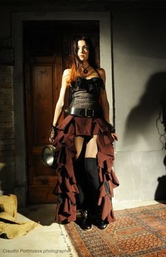 Steampunk girl, with an old light in the hand. #victorian #steampunk #skirt #corset