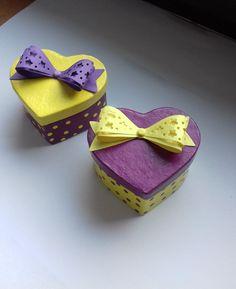 Dárková+krabička+ve+žluté+a+fialové+dárková+krabička+na+drobnosti,+na+šperky,+lze+použít+jako+krabička+na+svatební+prstýnky+možnost+vyrobit+i+v+jiné+barvě+velikost+krabičky+je+6,5+x+3,5+x+5,5+cm+krabičky+jsou+vyrobeny+z+pevného+kartonu+a+jsou+natřeny+akrylovou+barvou+a+jsou+přelakované+cena+za+1+ks