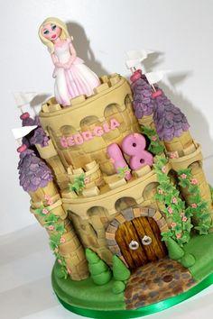 Princess castle - plus you tube tutorial Disney Princess Party, Princess Castle, Princess Cakes, Castle Wedding Cake, Castle Cakes, Zoes Fancy Cakes, Cake Decorating Tutorials, Occasion Cakes, Girl Cakes