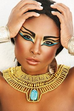 The Egyptian civilisation was founded 31 0000BC and left behind one of the most influential looks for makeup of all time. Egyptians would shave their heads and would wear wigs made from vegetable fibres and also from animals & humans. They wore lots of makeup and were one of the first eras to wear black kohl on the eyes.