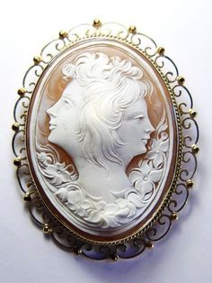 AMAZING UNUSUAL ANTIQUE ITALIAN 14K GOLD SHELL CAMEO BROOCH DOUBLE GIRLS c1900
