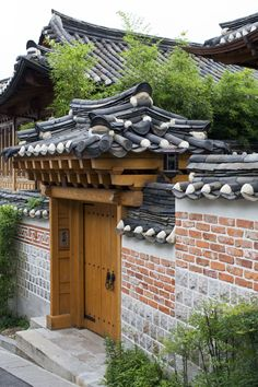 Hanok - traditional Korean house by Japanese Home Design, Traditional Japanese House, Korean Traditional, Entrance Design, House Entrance, Architecture Windows, Chinese Picture, Chinese Buildings, Zen House