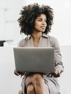 4 Career Hacks For Navigating The Workplace As A Black Woman – Essence – Beauty Hacks Black Girl Magic, Black Girls, Black Women, Aesthetic Women, Marca Personal, Personal Branding, Business Portrait, Photography Branding, Corporate Photography