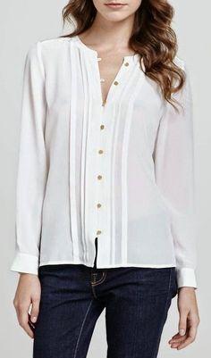 Blusas elegantes dos modelos para uma reunião especial