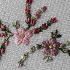 #embroidery #ricamo #matiz #dmcembroidery #dmc #flores #bordadosebordadeiras #bordadodearte #amooquefasso #floresdocampo #capricho #toalhas #lavabolindo #lavabo #home #casalinda #decoracao