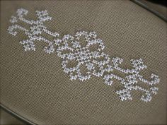 1 million+ Stunning Free Images to Use Anywhere Cross Stitch Love, Cross Stitch Pictures, Cross Stitch Borders, Cross Stitch Flowers, Cross Stitch Designs, Cross Stitching, Cross Stitch Patterns, Simple Embroidery, Beaded Embroidery