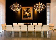 Комбинация черного и золотого цветов в дизайне интерьера