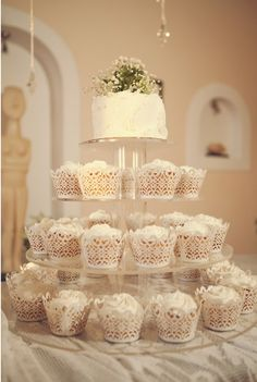 cupcakes and wedding cake; this idea is what I have envisioned for awhile. Glad to have a picture now!