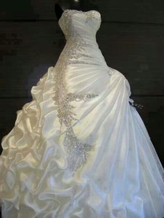 Gorgeous wedding dress! Satin and embelished with a rouged bodice and pin up skirt.