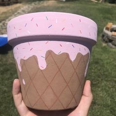 Started painting my terra cotta pots, this is one of themYou can find Painted flower pots and more on our website.Started painting my terra cotta pots, this is one of them Flower Pot Art, Flower Pot Design, Flower Pot Crafts, Clay Pot Crafts, Jar Crafts, Cute Crafts, Cement Crafts, Clay Pot Projects For Garden, Flower Bookey
