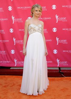 Taylor Swift Evening Dress - Taylor Swift was a modern day princess in a white strapless dress with a bead embellished bust.