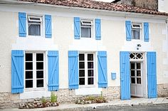 Private holiday accommodation in St. Savinien, Charente Maritime, France FR4588 Holiday Lettings, French Property, Holiday Accommodation, Villa, Cottage, France, Outdoor Decor, Home, Cottages