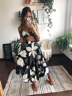 But better to get hurt by the truth than comforted with a lie Fashion Photo, Girl Fashion, Fashion Looks, Urban Fashion, Fashion Details, Vintage Bikini, Skirt Outfits, Cute Outfits, Beautiful Outfits