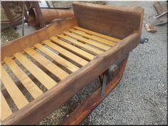 Ágykeret - Antik bútor, egyedi natúr fa és loft designbútor, kerti fa termékek, akácfa oszlop, akác rönk, deszka, palló