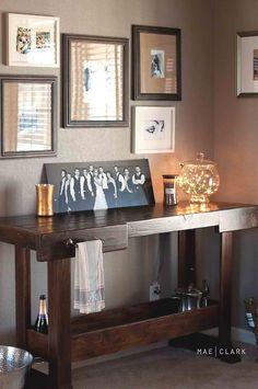 Bar corner + portraits