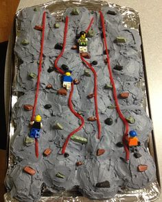 Rock climbing cupcake cake