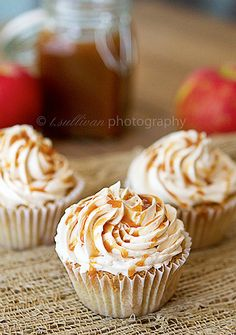 Caramel Apple Pie Cupcakes - Cupcake Daily Blog - Best Cupcake Recipes .. one happy bite at a time! Chocolate cupcake recipes, cupcakes