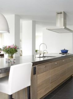Love this design kitchen Kitchen Living, New Kitchen, Kitchen Interior, Kitchen Design, Cocinas Kitchen, Herd, Wooden Kitchen, Luxury Interior Design, Beautiful Kitchens