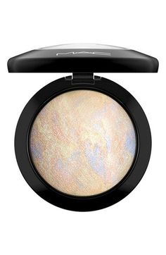 M·A·C Mineralize Skinfinish is a luxurious, velvety-soft powder with a high-frost metallic finish. It smoothes on evenly, adding buffed-up highlights to the cheeks and brows.