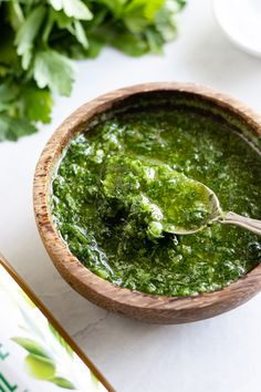 This Low FODMAP Chimichurri is a no-cook sauce, ready in 5 minutes, and is made with fresh herbs, oil, and vinegar. Use it as a marinade or a condiment. Fodmap Diet, Low Fodmap, Grilled Veggies, Grilled Chicken, Sauces, Garlic Infused Olive Oil, Supper Recipes, Fodmap Recipes, Chicken Flavors
