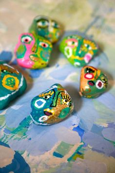 The Pet Rock Revisited - Aunt Peaches Craft Activities For Kids, Crafts For Kids, Arts And Crafts, Diy Crafts, Craft Day, Craft Night, Painted Leaves, Painted Rocks, Aunt Peaches