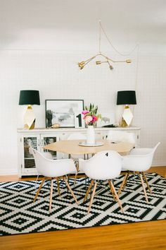 Look at the amazing hexagonal table and the beautiful geometric rug!