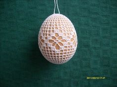 Eastern Eggs, Easter Crochet Patterns, Easter Baskets, Yarn Crafts, Easter Crafts, Happy Easter, Knit Crochet, Christmas Bulbs, Holiday Decor
