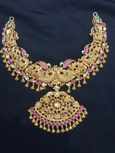 Flashy but cute. Indian Wedding Jewelry, Bridal Jewelry, Gold Jewelry, Jewelery, Gold Necklaces, India Jewelry, Temple Jewellery, Gold Earrings Designs, Necklace Designs