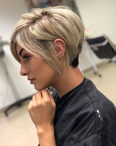 23 Fresh and Trendy Short Hairstyles for Fine Hair in 2019 Edgy Hair Fine Fresh Hair Hairstyles Short Trendy Edgy Short Hair, Short Hairstyles For Thick Hair, Pixie Hairstyles, Pixie Haircut, Short Hair Cuts, Short Hair Styles, Everyday Hairstyles, Edgy Pixie Hair, Short Womens Hairstyles