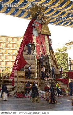 Valencia.  Ofrenda de flores a la Virgen de los Desamparados.
