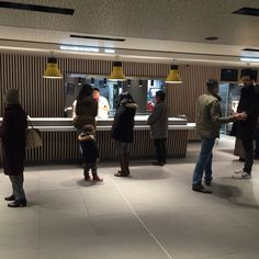 snacking-Mc-Donalds-Champs-elysees-borne