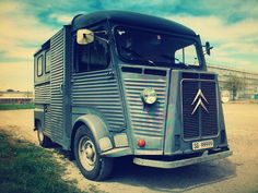 Citroen Hy Van '70. I don't know why, but this van makes me happy. Pleaseee Gimme!