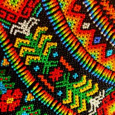 "For generations the Colombian tribe Emberá Chamí makes beautiful artisanal jewelry out of ""chaquiras"", colorful pearls. Seed Bead Art, Seed Beads, Jewelry Art, Beaded Jewelry, Brick Stitch Earrings, Beading Techniques, Beaded Collar, Beads And Wire, Native American Art"