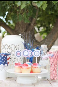 Free printable 4th of July party decor. Cupcake toppers and straw wrappers you can easily print these out and decorate for your patriotic party! #4thofjuly #freeprintable #laurascraftylife