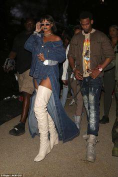 In Matthew Dolan denim, Maison Margiela thigh-high white boots and Adam Selman x Le Specs sunglasses at Coachella. Estilo Rihanna, Mode Rihanna, Rihanna Riri, Rihanna Outfits, Fashion Outfits, Rihanna Clothes, Rihanna Fashion, Denim Fashion, Coachella
