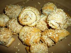 Little sesame rolls/Salatini di pastasfoglia e semi di sesamo Muffin, Appetizers, Bread, Cookies, Breakfast, Desserts, Food, Crack Crackers, Morning Coffee