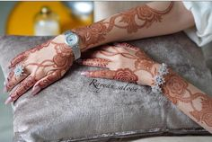 Image may contain: one or more people Modern Henna Designs, Khafif Mehndi Design, Floral Henna Designs, Latest Arabic Mehndi Designs, Arabic Henna Designs, Stylish Mehndi Designs, Mehndi Designs For Fingers, Bridal Henna Designs, Mehndi Design Pictures