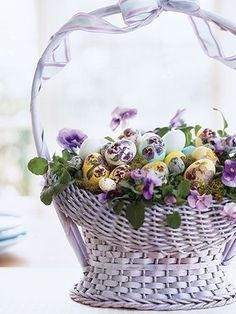 Fill your home with style and joy with our Easter Decoration Ideas. From Easter Baskets to House decor, Bunnies and Beyond, these gift&deco ideas are certain to make your holiday a whole lot happier. Easter Table, Easter Eggs, Easter Bunny, Shabby, Diy Ostern, Easter Parade, Easter Celebration, Easter Holidays, Arte Floral