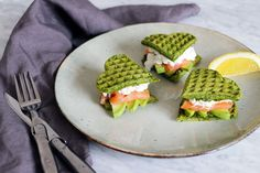 Spinach waffles sandwich with salmon, avocado & cottage cheese HERE Healthy & delicious banana waffles HERE Rye waffles with avocado & cottage cheese HERE Raw Food Recipes, Dinner Recipes, Healthy Recipes, Banana Waffles, Brunch, Waffle Sandwich, Healthy Snacks, Good Food, Food Porn