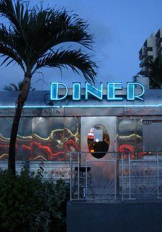 Avenue Diner in Miami, Florida Vintage Diner, Retro Diner, South Beach, Miami Beach, Miami Florida, Thelma Et Louise, Diner Aesthetic, Diner Sign, Vintage Neon Signs