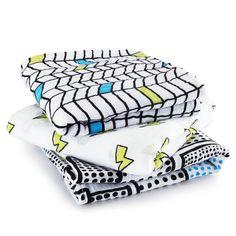 Un lot de 3 #langes Whiz kid d'Aden & anais pour de multiples utilisation. Tantôt doudou, tantôt couverture d'emmaillotage, ces langes peuvent également servir de plaid pour recouvrir bébé dans sa poussette ou son cozy.... #langewhizkid #aden&anais #langesaden&anais #packde3langes #whizkidaden&anais #aden+anais #bavoir #doudou #doudouaden&anais