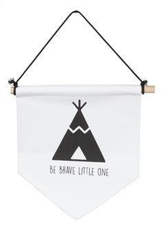 Decoreer je baby's kamer met deze leuke vlag Indians Canvas van Jollein met opschrift: Be brave little one!