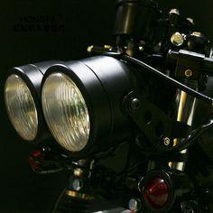 MOTORCYCLE TWIN HEADLIGHT /&  BRACKETS ALL IN  PLAIN BLACK 33-37mm CAFE RACER