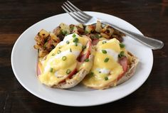 Eggs Benedict & 25 Christmas Brunch Recipes from www.twopeasandtheirpod.com #recipes #Christmas