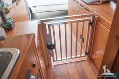 hundebox im wohnmobil camping mit hund pinterest wohnmobil hunde und wandern. Black Bedroom Furniture Sets. Home Design Ideas