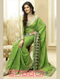 Zarine Khan in Green Saree Unique Fashion, Indian Fashion, Men Fashion, Fashion Top, High Fashion, Indian Dresses, Indian Outfits, Indische Sarees, Zarine Khan